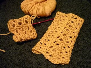 colour in a simple life: Chevron Lace Wrist Warmers Anyone?