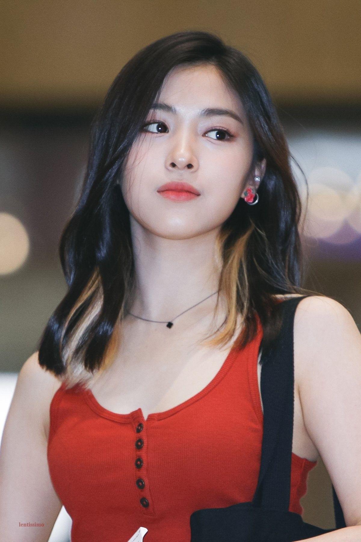 Itzy Ryujin 190517 Gimpo Airport To Japan For Kcon Japan 2019 Gaya Rambut Gaya Rambut Korea Wanita Cantik