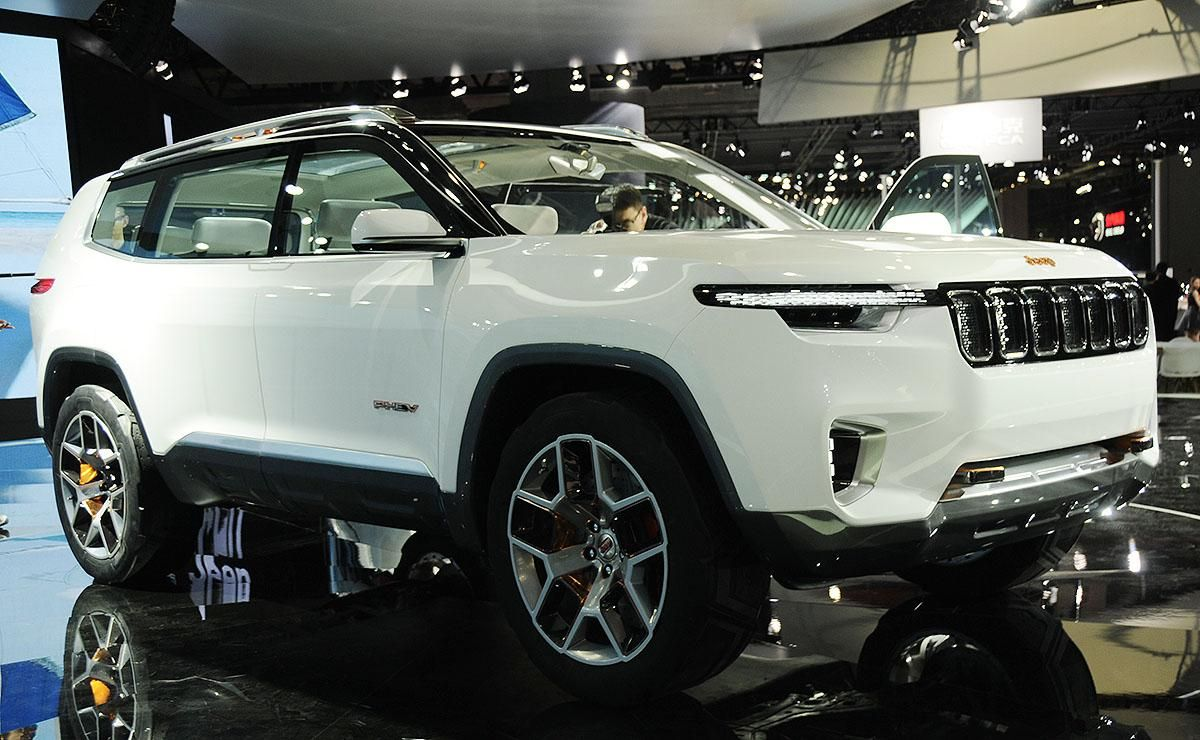 Jeep Finds Green Groove With 7 Seat Plug In Hybrid Suv Concept All About Otomotif 7 Seater Suv Plug In Hybrid Suv Hybrid Car