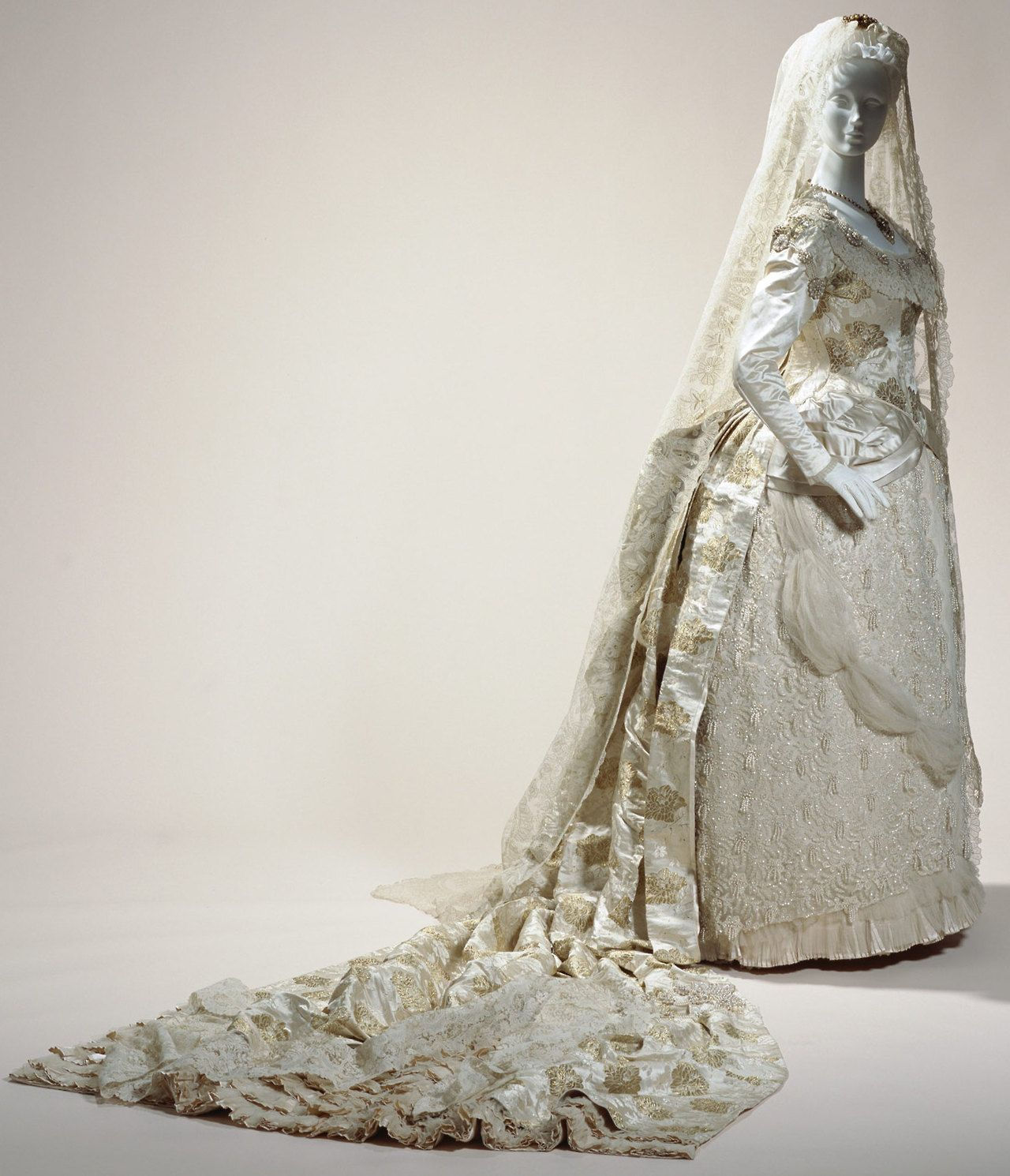 Wedding dress this wedding dress of luxurious silk brocade