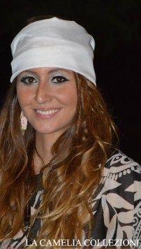 vestiti anni 70 - vestiti hippy - foulard turbante bianco con clusa in chiffon manica larga - la camelia collezioni