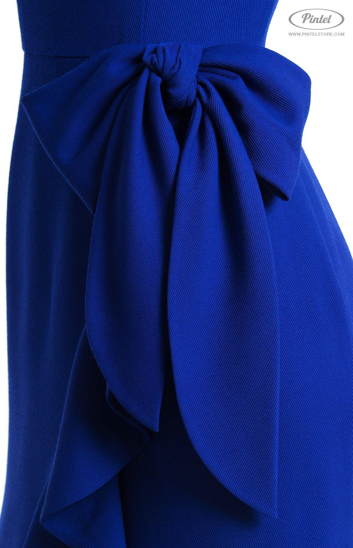 Slimfit genuine wool dress with flounce single cut long sleeve