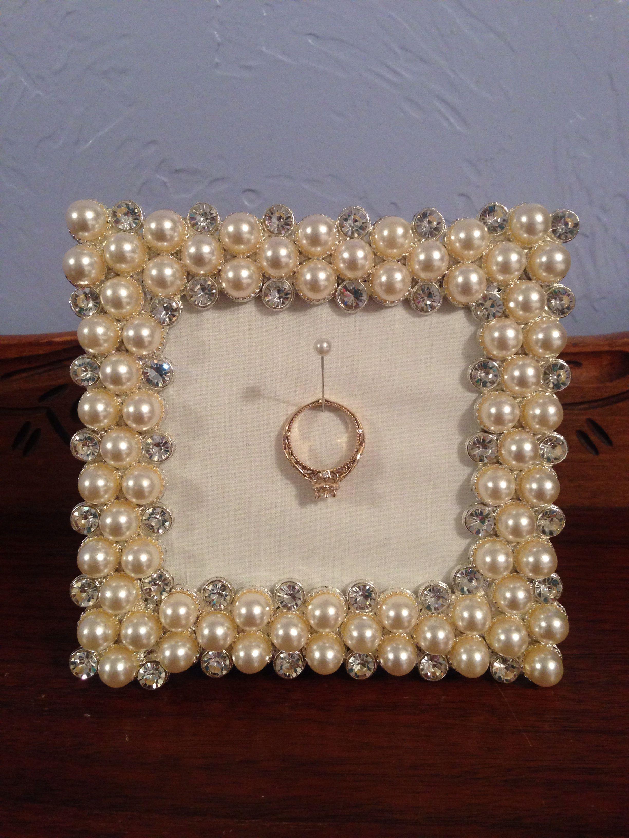 Picture frame ring holder! DIY :)   por si se llega el dia ...