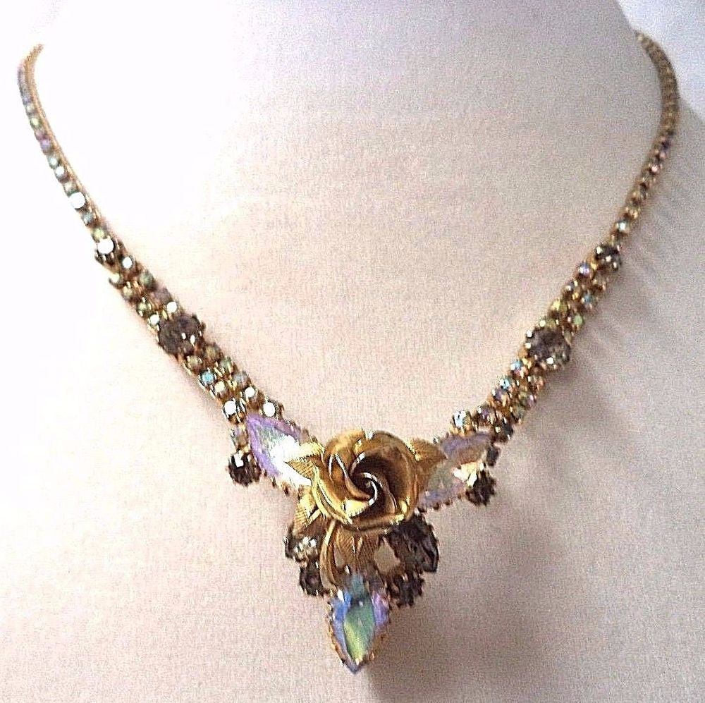 Forum on this topic: Found: An Amazing Vintage Jewel Tone Necklace , found-an-amazing-vintage-jewel-tone-necklace/