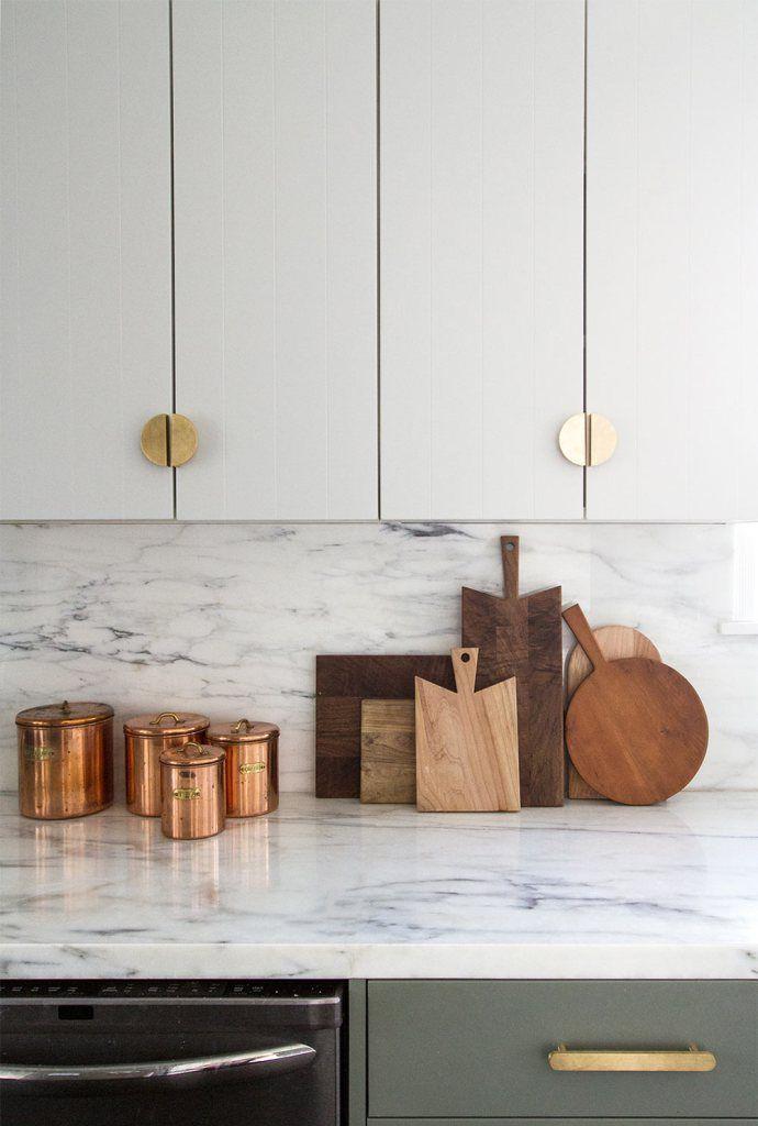 Cinq façons simples de donner un aspect coûteux aux armoires IKEA.,
