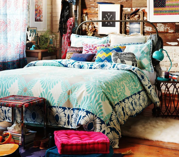 This bohemian inspired room is so cute