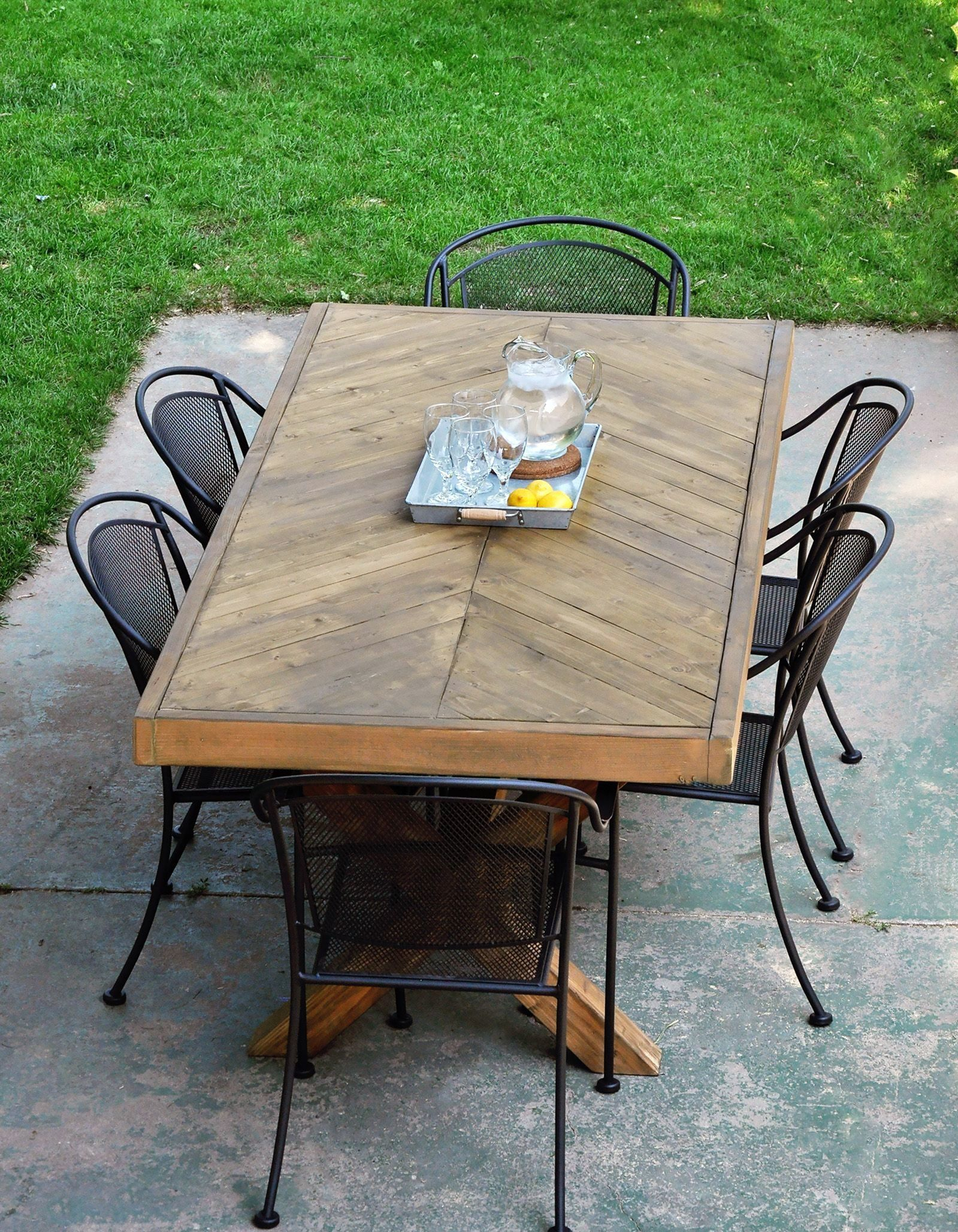 7 diy outdoor dining tables ideas for small family party