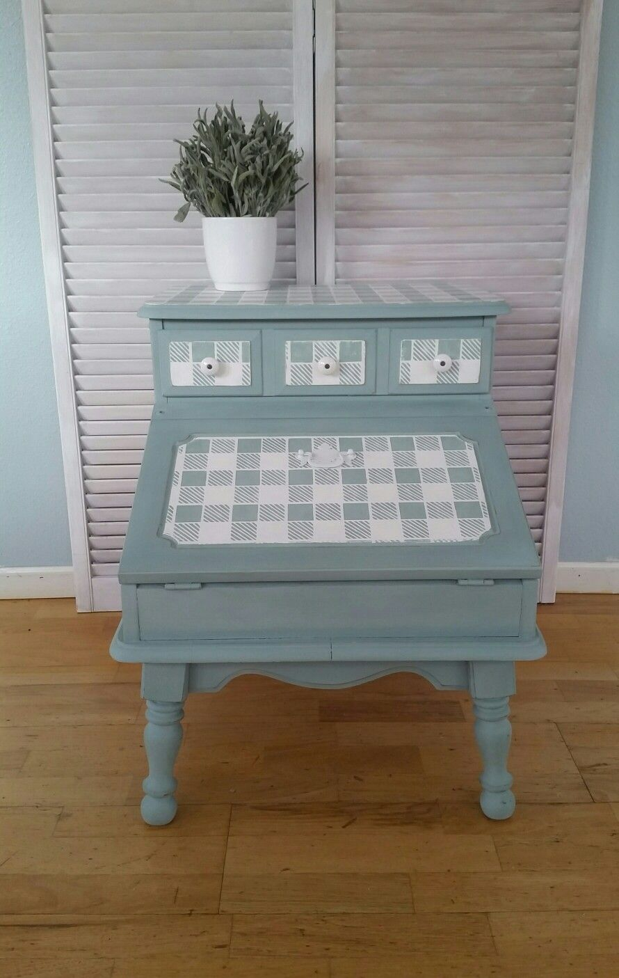 Cute Gingham Stencil Work With Annie Sloan Duck Egg And Pure White