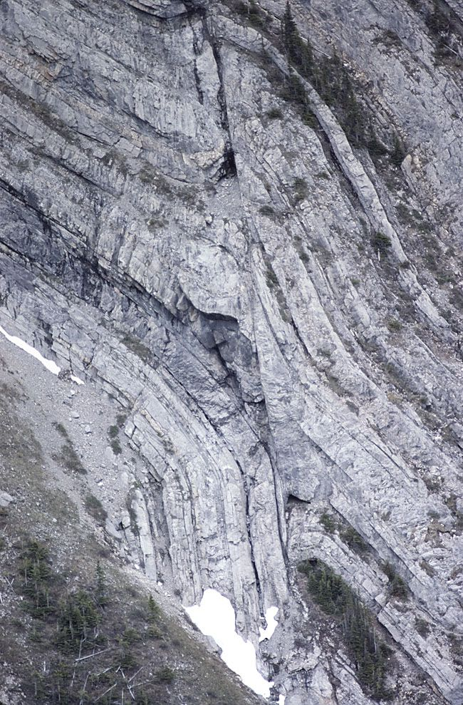 high angle reverse fault with drag folds folding and faulting on