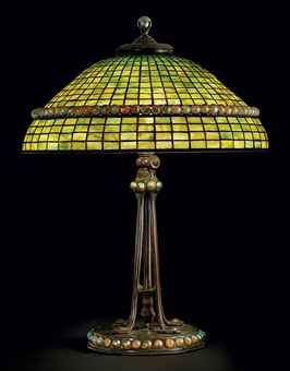 TIFFANY STUDIOS  A LEADED GLASS AND BRONZE TABLE LAMP, CIRCA 1910