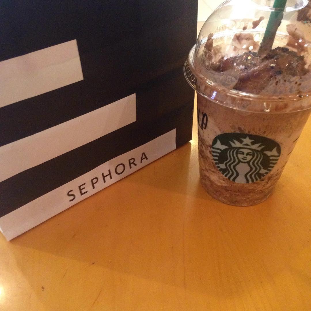 Beating the summer heat with @starbucksmiddleeast. #Starbucks #dubai #instadaily #bestoftheday #mochacookiecrumble