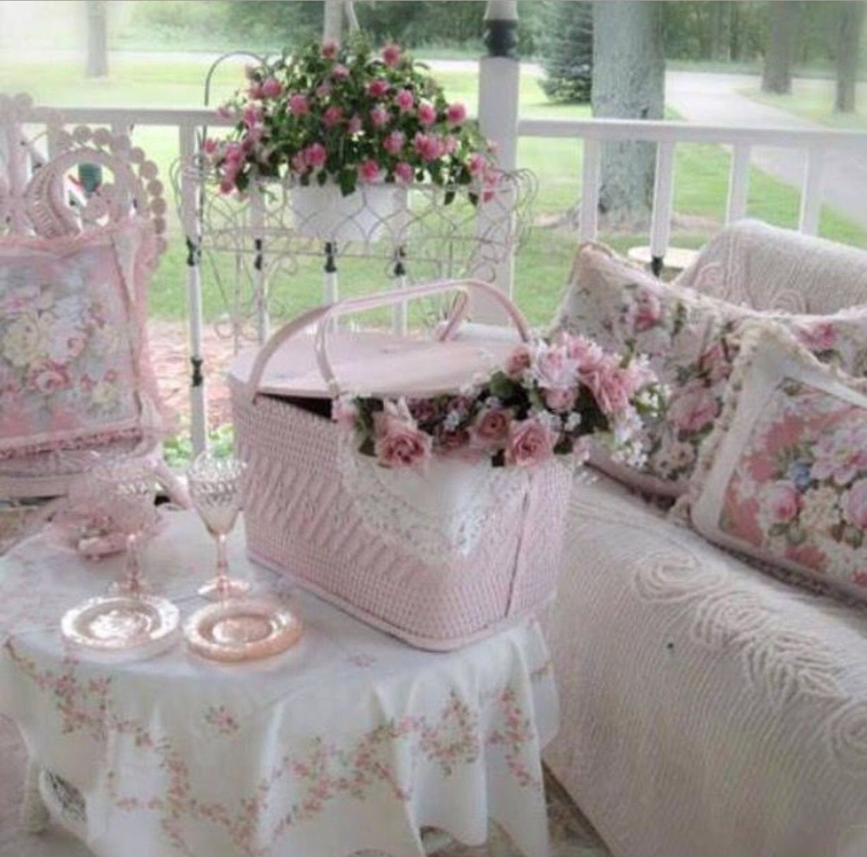 shabby chic porch shabby pastels pinterest shabby chic shabby chic deko und balkon. Black Bedroom Furniture Sets. Home Design Ideas