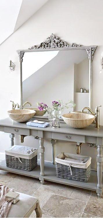 hellgraue bad eitelkeit mit offenen regalen und k rben home pinterest badezimmer bad und. Black Bedroom Furniture Sets. Home Design Ideas