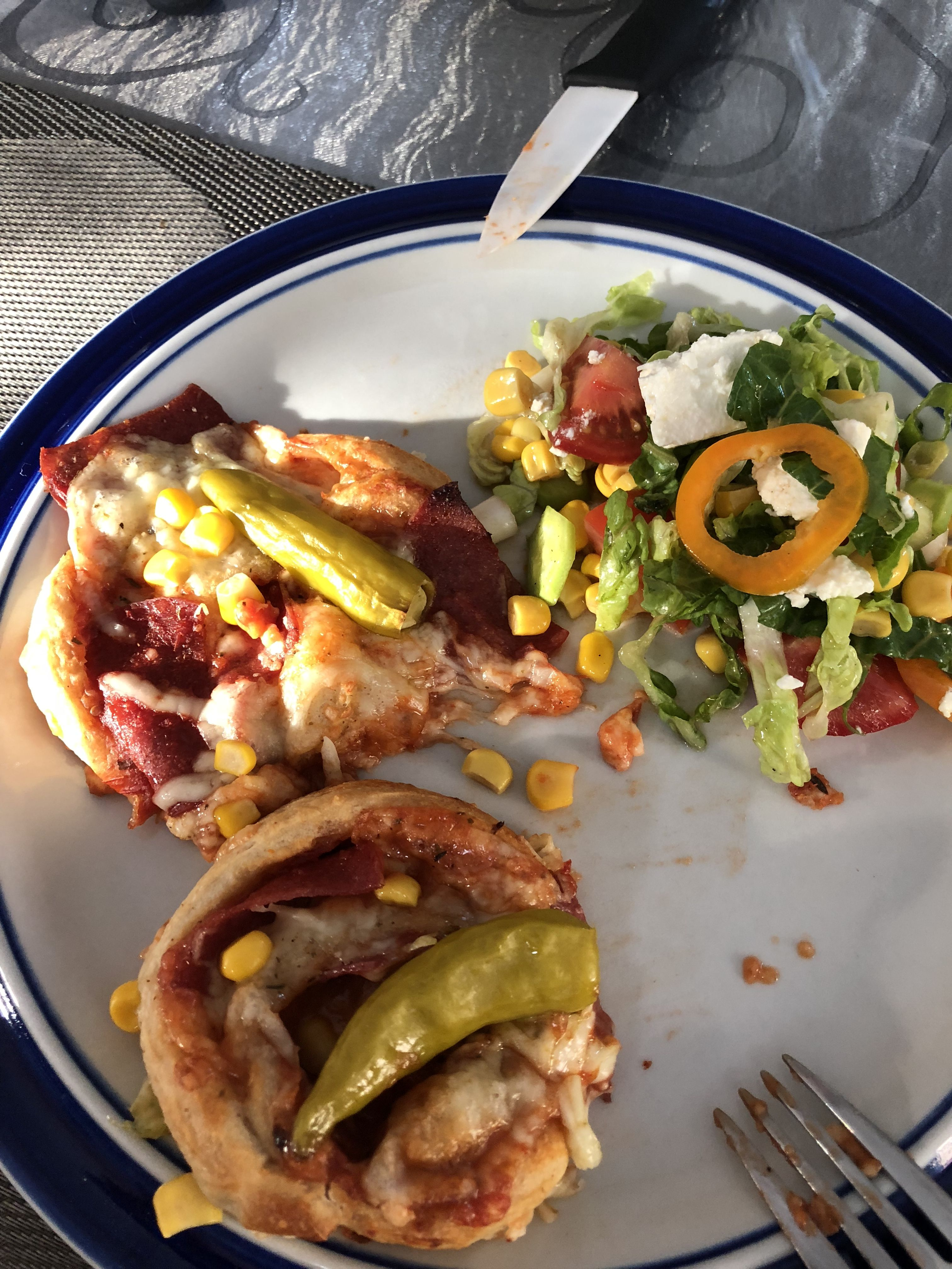 Pizzaschnecke Mit Salat
