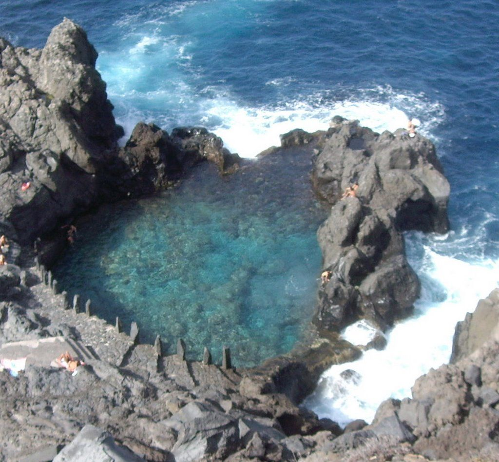 Charco de la laja tenerife en la costa del municipio de for Las rocas tenerife