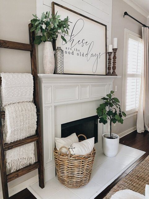 How To Easily Make A Blanket Ladder For Under $20 #DIY #blanketladder #farmhousedecor #farmhousestyle