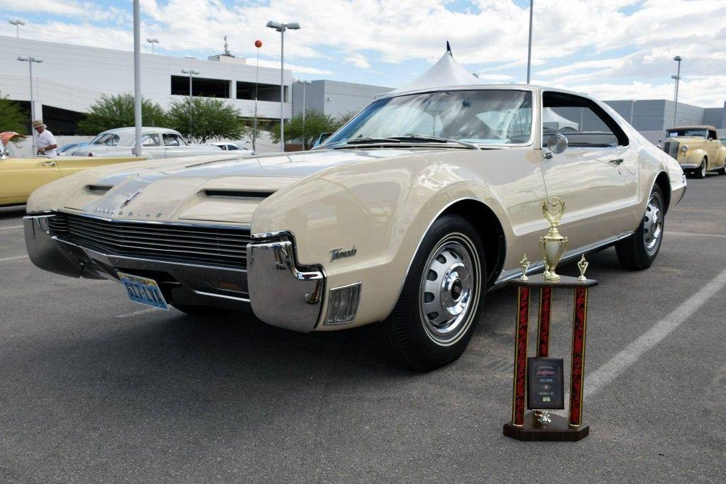 Las Vegas Cruise In- Barrett-Jackson Auction Company - World\'s ...