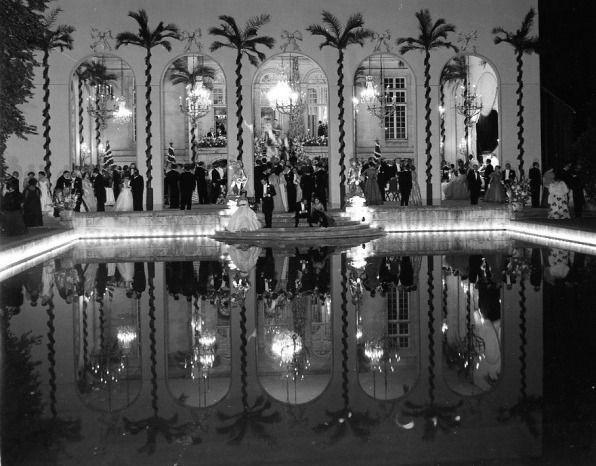 DOISNEAU Robert, Le bal d'Aturo Lopez à Neuilly, photographie, 20 juin 1952