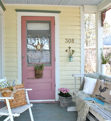 Summer Farmhouse Decorating Tips - Town & Country Living