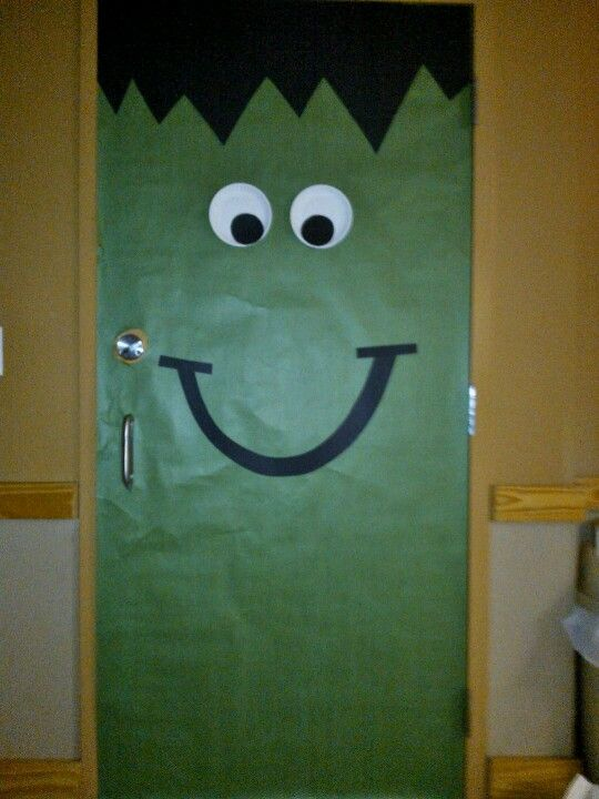 Halloween door decoration by Mrs Kelly \ - pinterest halloween door decor