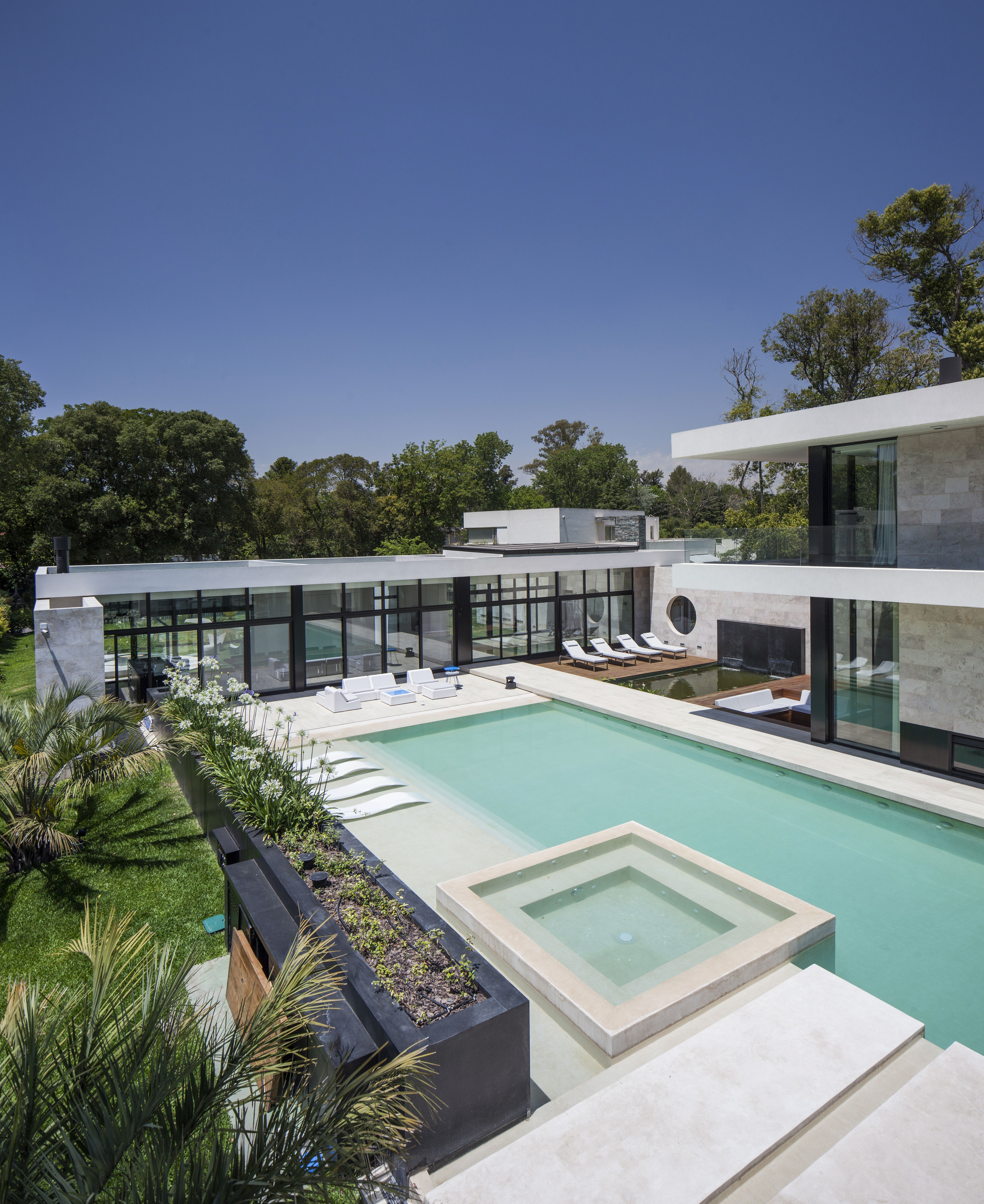 OON Architecture - Aqua House - 1400m2 - Big Swimming Pool ...