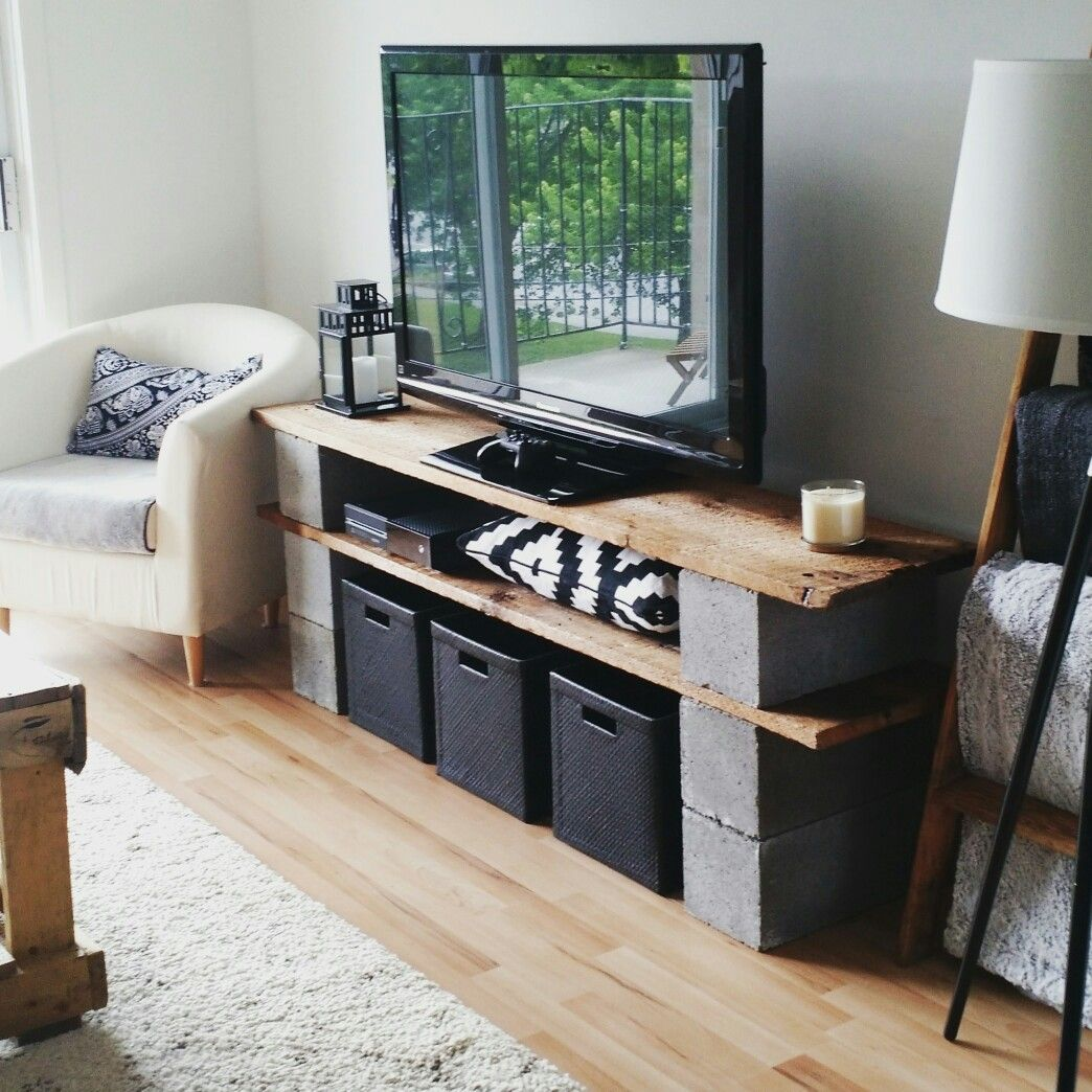meuble de t l vision en vieux bois de grange et blocks de b ton tv stand made from old barn. Black Bedroom Furniture Sets. Home Design Ideas