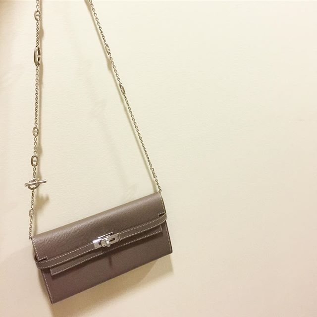 fdcd81e42f60 WEBSTA   simplyvintageae - Brand new Hermes Kelly long wallet in etoupe  Epsom palladium w  Hermes long chain necklace Dhs. 12