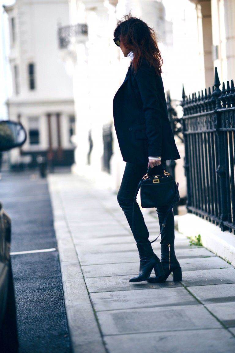 A navy blazer will go beautifully with a pair of dark denim jeans. Lorna Luxe rocks this smart casual look, exuding vibes of effortless sophistication. Turtleneck: Lindex, Blazer/Blouse: Gestuz, Jeans: Donna Ida Denim, Bag: Fendi.