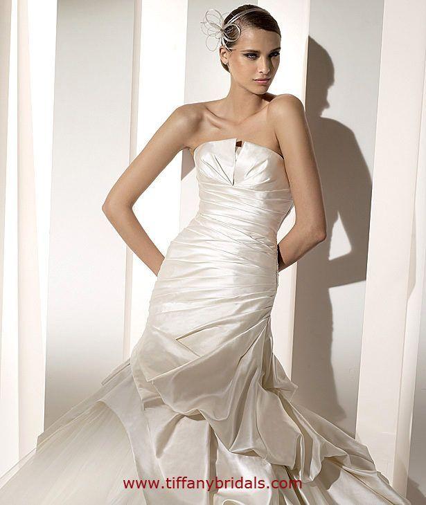 Megan Wedding Dress: Pronovias Megan Pronovias