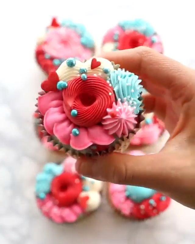 Rainbow cupcakes �