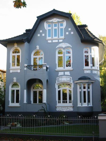 Eindrucksvoll Verziehrte Blaue Fassade Vom Malerbetrieb