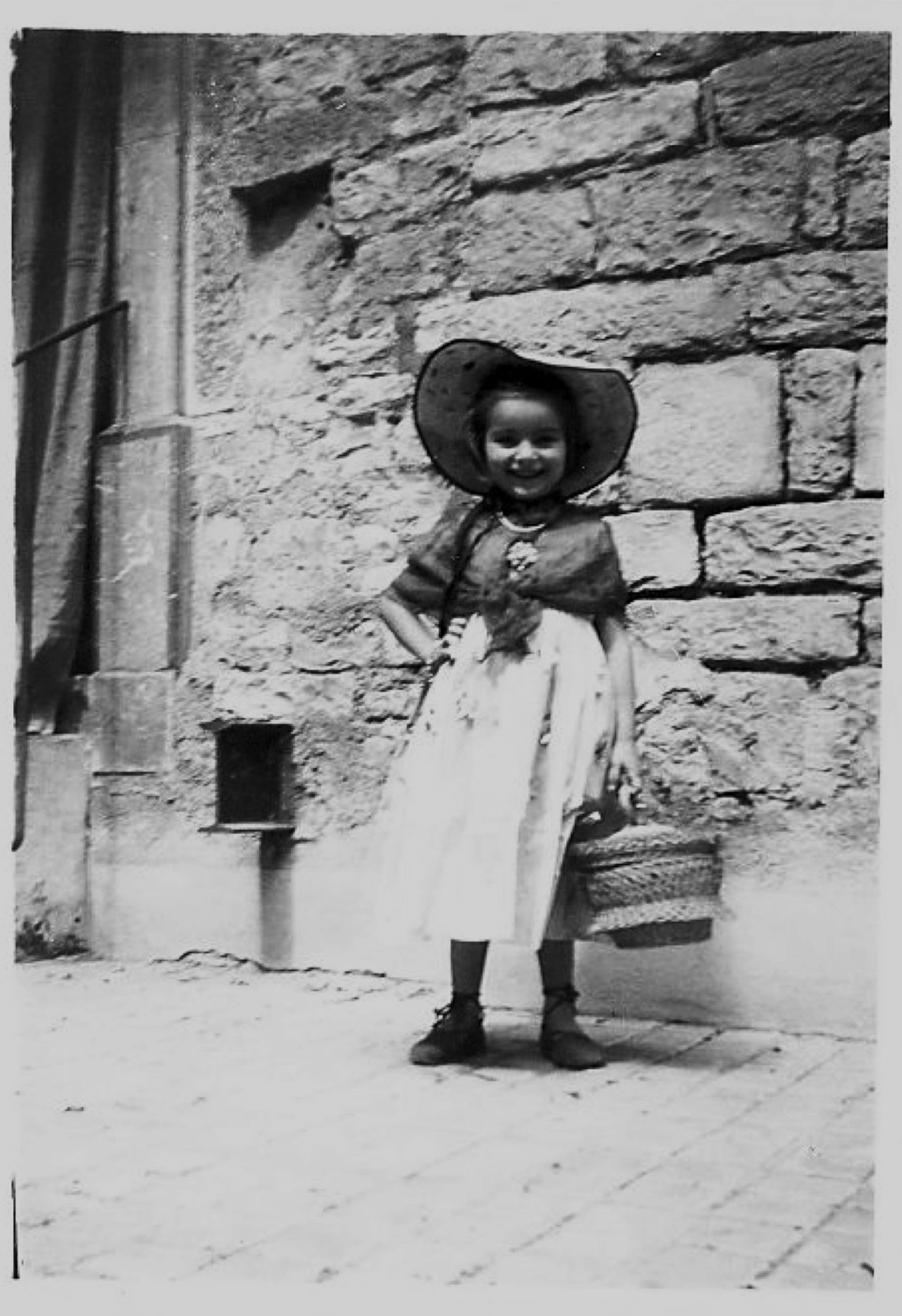 One of Galatée's favorite photos. The little girl dressed for harvest. She is now 50 years and makes wonderful wines.