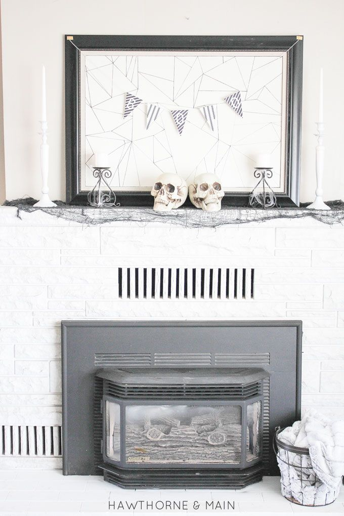 Are you looking or a little modern twist for your Halloween decor this year? Check out this FREE Halloween Boo Banner!  Click to print out your free copy!