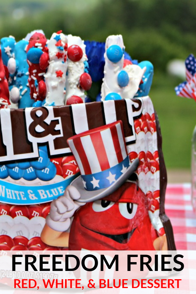 Red, white, and blue dessert for patriotic celebrations like 4th of July or Memorial day! #redwhiteblue #redwhiteandblue #redwhiteandbluedessert #dessertrecipe #patrioticdessert #patriotic #memorialday #4thofjulydessert #memorialdaydessert #fourthofjuly #easyrecipe #chocolate #pretzels