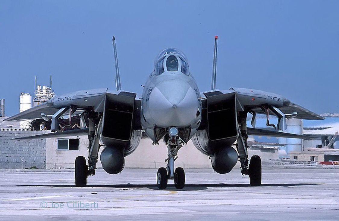 Pin de Paul Young em Grumman F14 Tomcat em 2020 F14