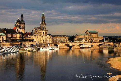 Dresden Blick Auf Altstadt 5 Dresden Zwinger Semper Oper Elbe Dampfschiff Schaufelrad Dampfer Deutschland Germany Sachsen Altstadt Deutsche Sehenswurdigkeiten
