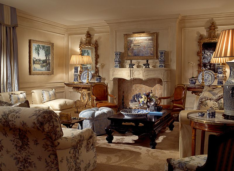 Blue is such a classic.. Love this room...Fabulous!