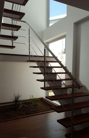 Escalier métallique avec marches en bois et rampe du0027escalier inox - fabriquer escalier exterieur bois