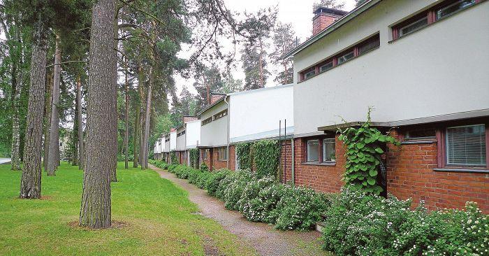 Aulis Blomstedtin suunnittelema rivitaloketju. Menninkäisentie Tapiola, Espoo, 1954.