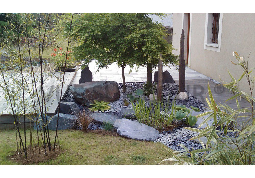Vue sur cour exposition vente id es d coration for Amenagement decoration jardin