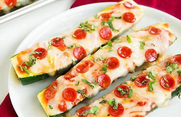 Кето пицца из цукини   Фаршированные цуккини, Рецепты ...