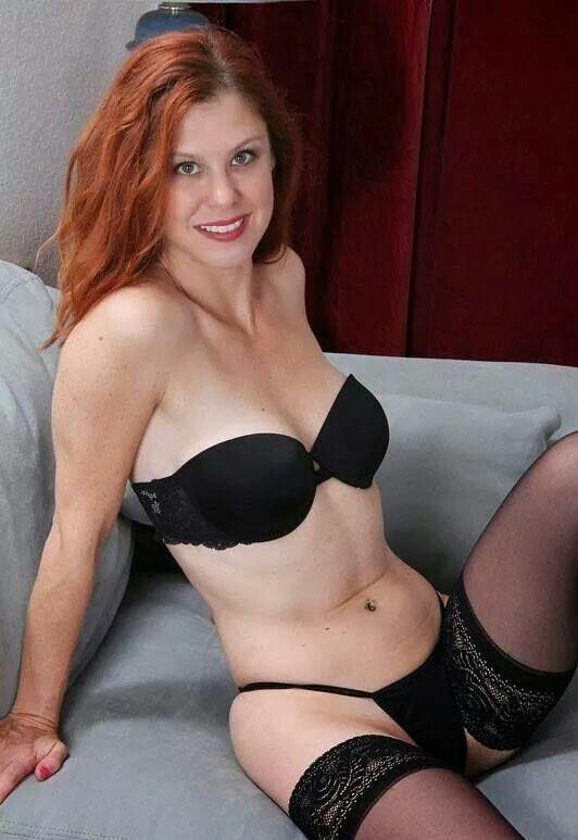 Beautiful Redhead Milf