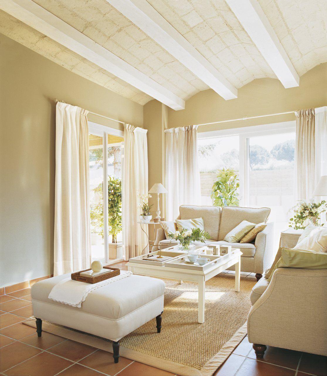 10 expertos y una misión: decorar tu salón | Green walls, Terracotta ...