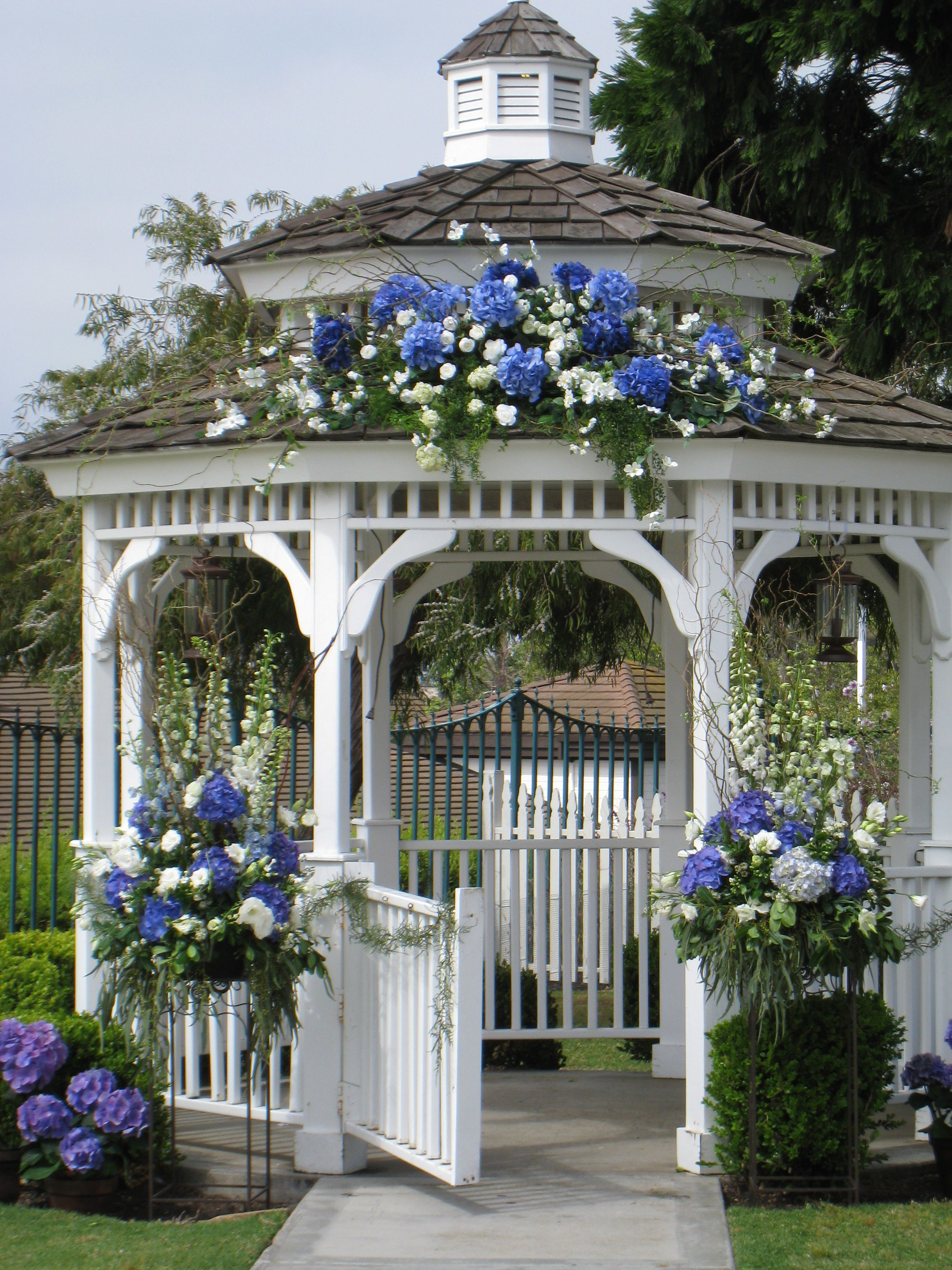 Outside wedding gazebo beautiful but why are all the for Outdoor wedding gazebo decorating ideas
