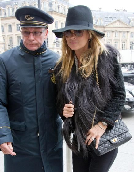 kate moss. Very Kate takes on Anita Pallenberg. Love shape of that hat. ***Try to find a summer version of this shape.