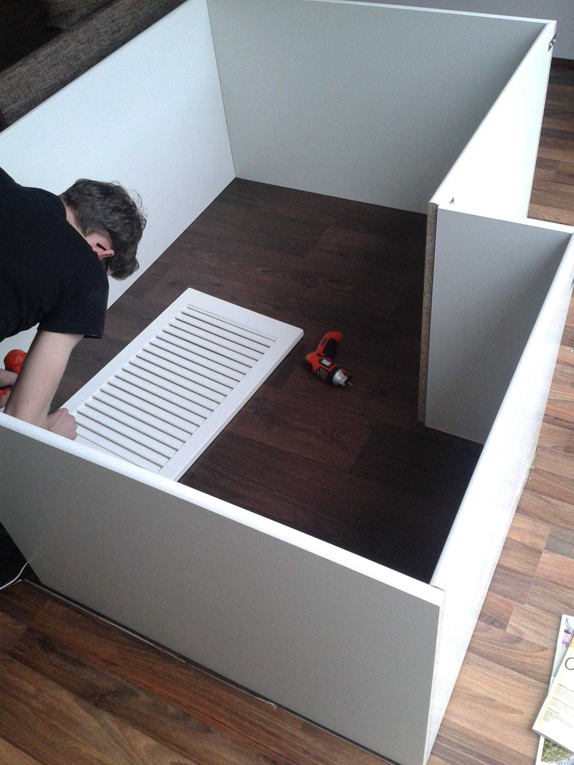 selbstgebauter kaninchenauslauf f r die wohnung hasen pinterest kaninchen. Black Bedroom Furniture Sets. Home Design Ideas