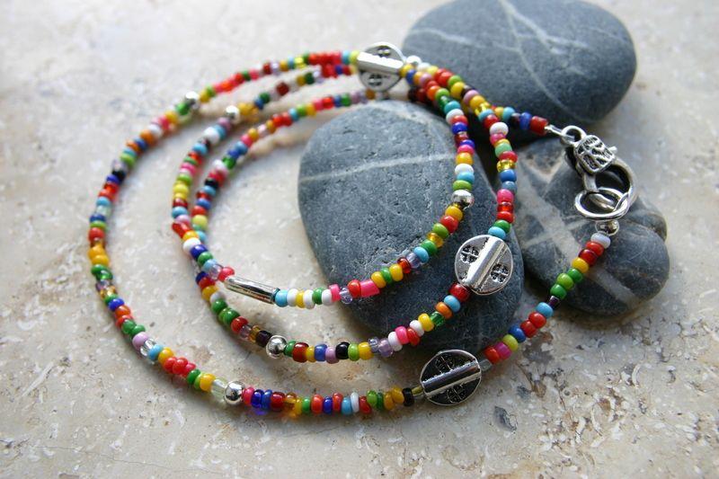 Wickelarmband oder Kette  wie man möchte :-)    entweder ist es ein  lustig, kunterbuntes Wickelarmband aus Glasperlen und versilberten Perlen
