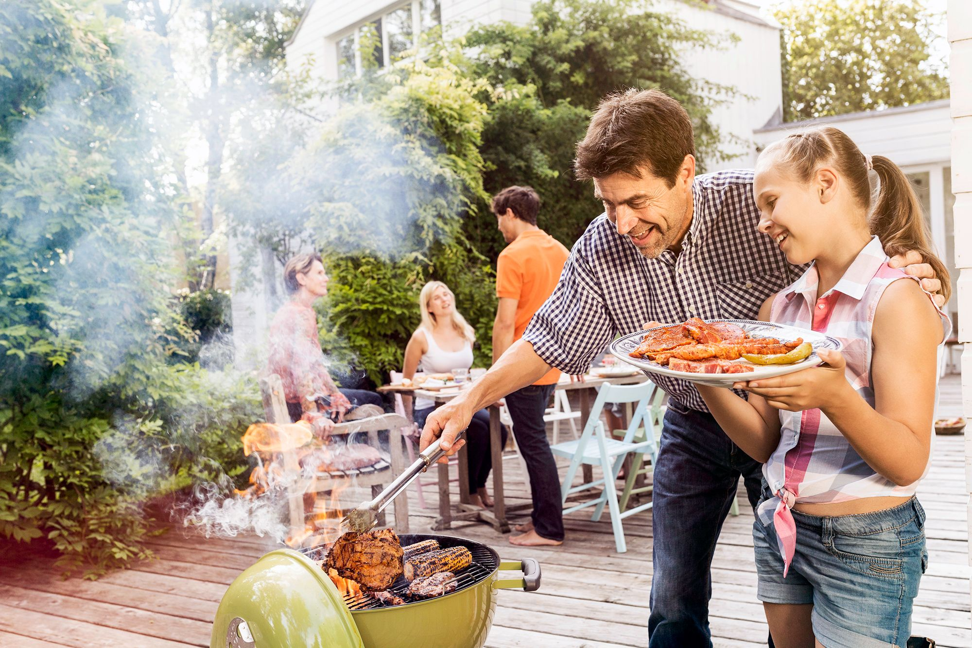 We D Be Very Happy To Spend Memorial Day In Any Of These 17 Backyards Garden Bbq Backyard Bbq Photography