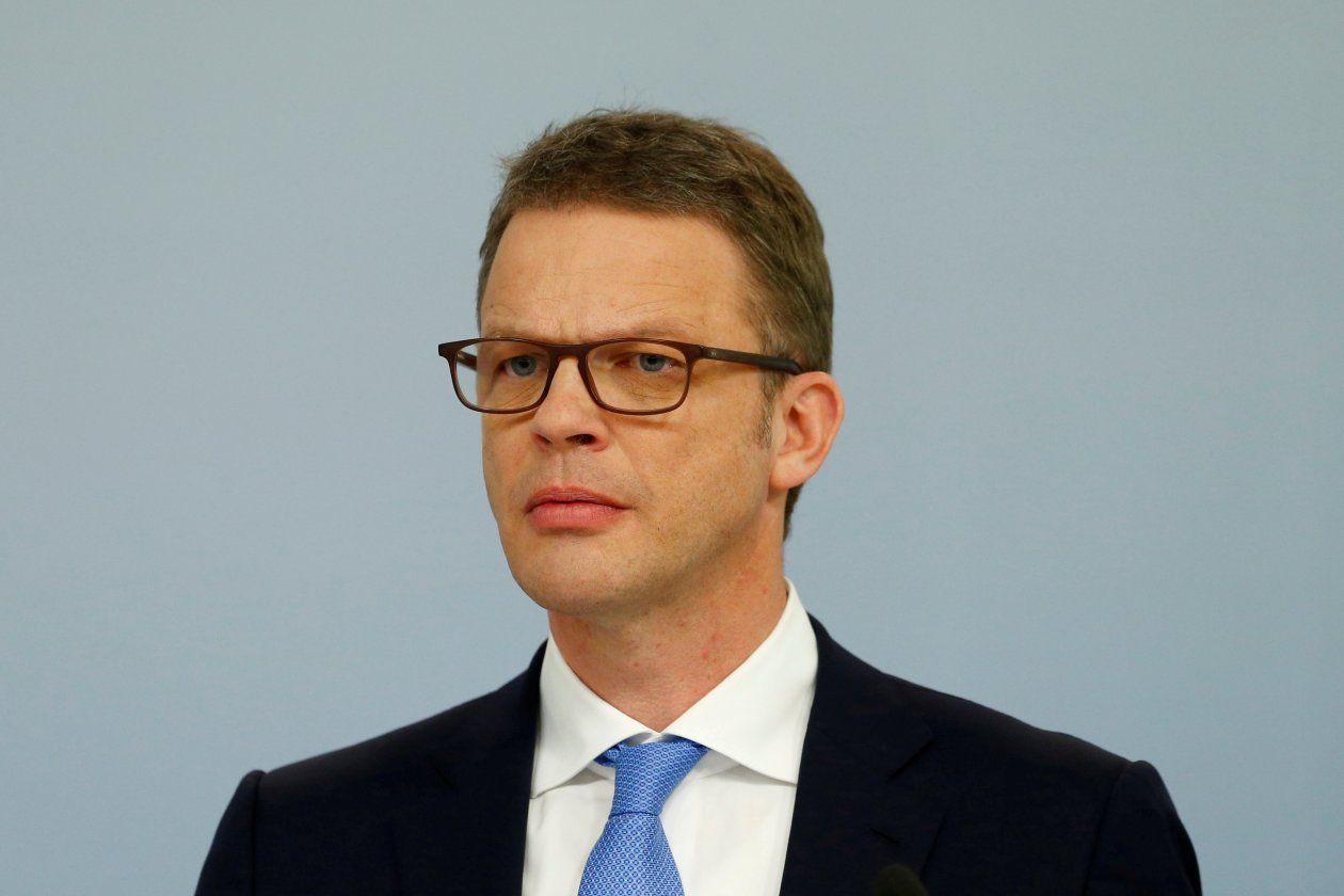 Deutsche Bank, With New CEO, Signals a Humbler Future