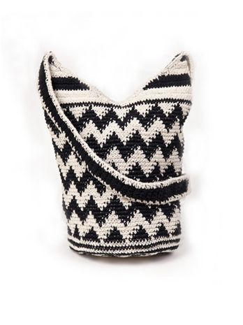 I love this crocheted beach bag... can think of so many uses for it!